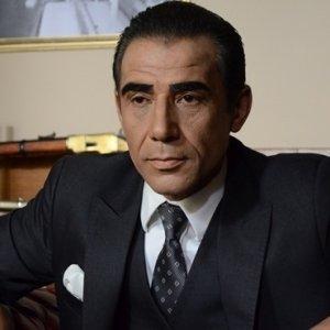Alparslan Türkeş sahnesi geceye damga vurdu