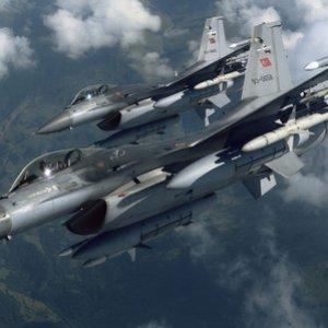 Türk jetleri Kandil'i bombaladı !