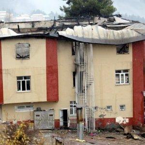 Yangın dehşetini anlattı: ''Ablanın biri suyu açtı, çarpıldı''