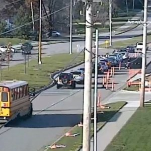 Korkunç kaza kamerada; 15 araç birbirine girdi !