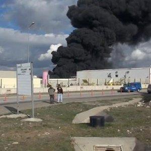 Fabrika deposunda yangın çıktı