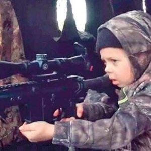 7 yaşındaki ''avcı''nın videosu olay oldu