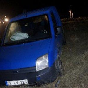 Ambulans beklerken otomobil çarptı !