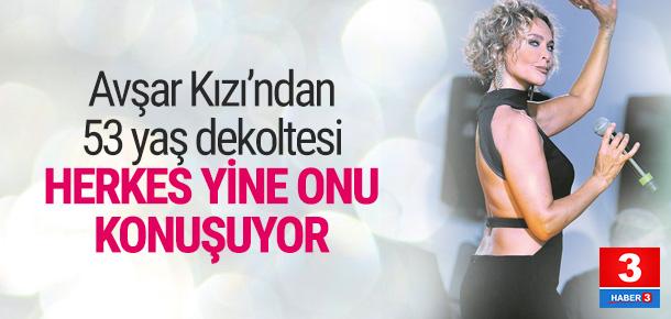 Hülya Avşar'dan 53 yaş dekoltesi
