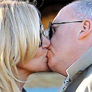 Yeni sevgilisiyle dudak dudağa