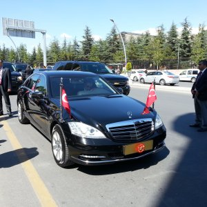 Sarayın 'FG' plakası taşıyan 11 aracı var