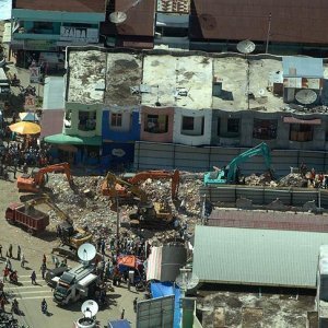 Endonezya'daki deprem nedeniyle 43 bin kişi evsiz kaldı