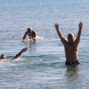 Aralık ayında denize girdiler