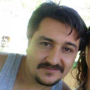 Radyo programcısı bıçaklı kavgada öldürüldü