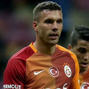 Podolski'den Fenerbahçelileri kızdıracak paylaşım
