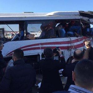 TIR ile yolcu midibüsü çarpıştı !