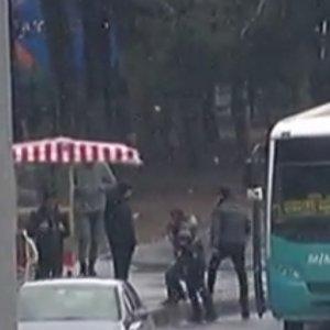İstanbullulara kar sürprizi: Sokağa çıkanlar inanamadı