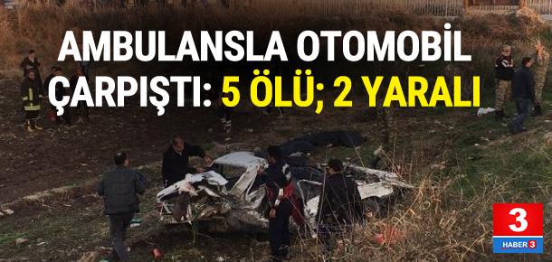 Ambulansla otomobil çarpıştı: 5 ölü 2 yaralı