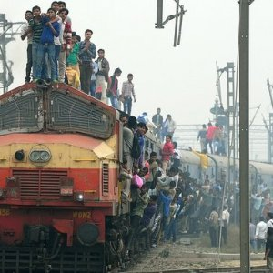 Hindistan'da tren faciası: 36 ölü