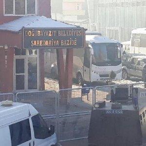 Belediye başkanına özel harekatla operasyon