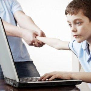 Çocukların internet bağımlılığının sebebi anne-babaları mı?