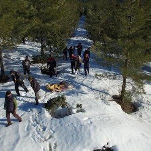 Karda kaybolan sinemacılar drone ile bulundu
