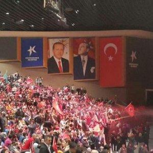 MHP gecesindeki Erdoğan posteri olay oldu