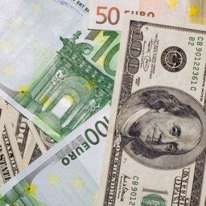 Dolar ve Euro yerinde sayıyor