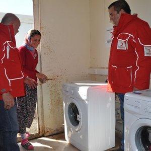 Deprem bölgesine mobil çamaşırhane kuruldu
