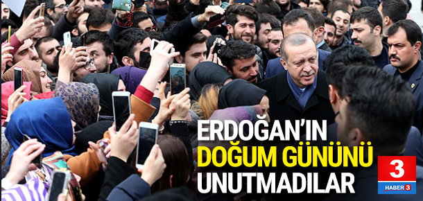Erdoğan'a köşk girişinde doğum günü sürprizi