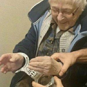 100 yaşındaki kadın ''tutuklandı''