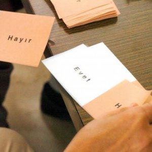 ''AK Parti'nin son anketinde Evet %50'yi geçemedi''