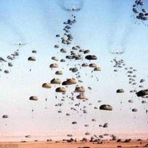 ABD Rakka'ya paraşüt birliği indirdi