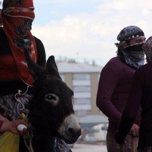 Kadın kıyafetli PKK'lılara darbe