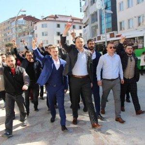 Ülkücü gruptan Ümit Özdağ'a protesto