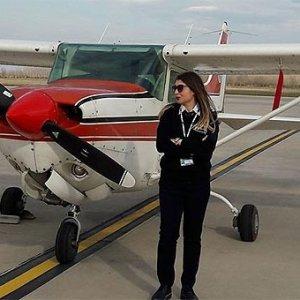 Eğitim uçağı inişte kırım geçirdi