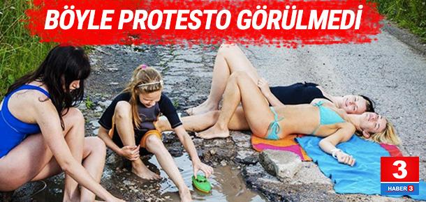 Litvanya'da yollardaki çukurlara ilginç protesto