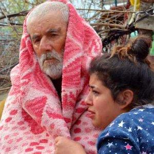 Yaşlı çifti torunları kurtardı