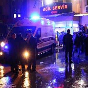 Minibüs uçuruma devrildi: 1 ölü 14 yaralı