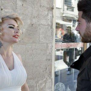 'Mardinli Marilyn Monroe' kapı kapı 'evet' istedi