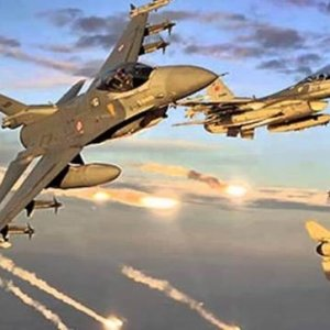 Savaş uçakları peş peşe havalandı