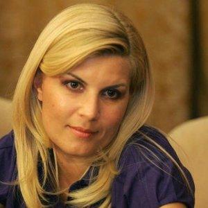 Rüşvet alan kadın bakana 6 yıl hapis