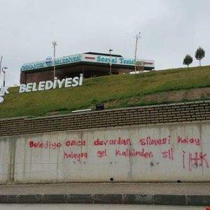 Belediyeden duvar yazısına müthiş cevap