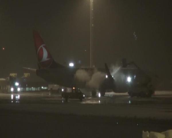 Atatürk Havalimanı 30 Dakika Uçuş Trafiğine Kapatıldı