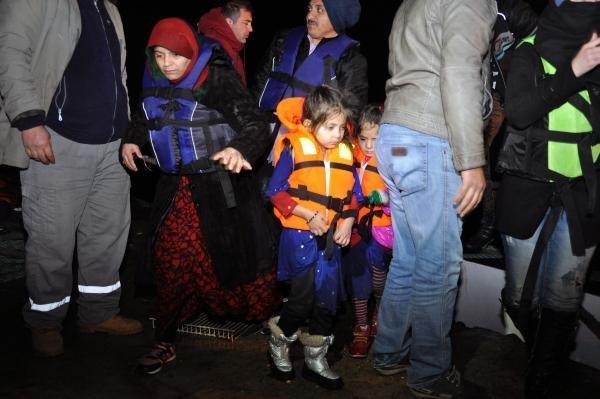 Kaçak göçmenleri balıkçılar kurtardı