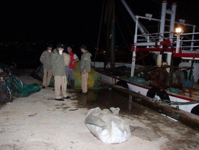 Balıkçıların ağına küçük çocuğu cesedi takıldı