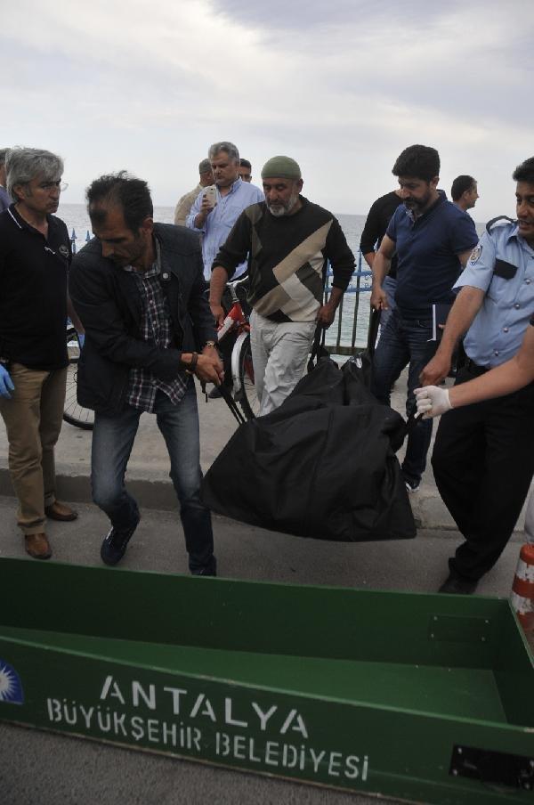 Antalya'da denizde erkek cesedi bulundu !