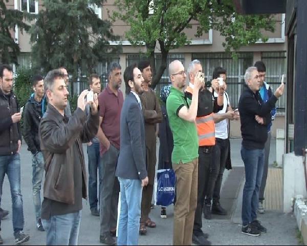 Yanan aracı görev vatandaşlar telefonlarına sarıldı !