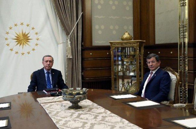 Cumhurbaşkanı Erdoğan, Başbakan Davutoğlu'nu kabul etti.