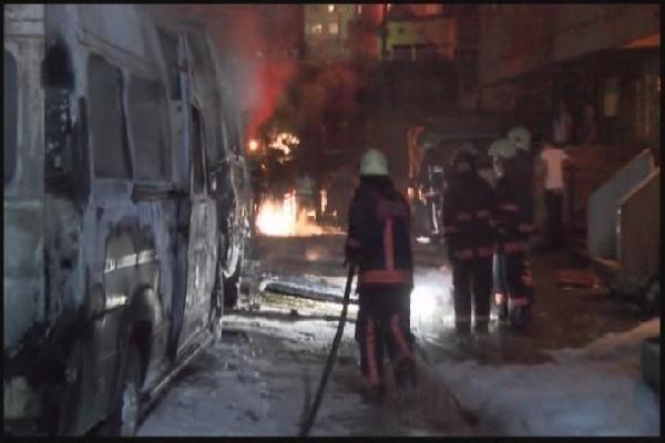Eyüp'te 4 servis minibüsü kundaklandı