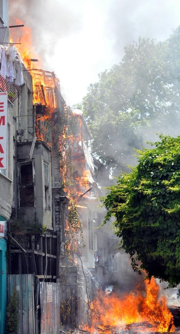 İstanbul Balat'ta büyük yangın !