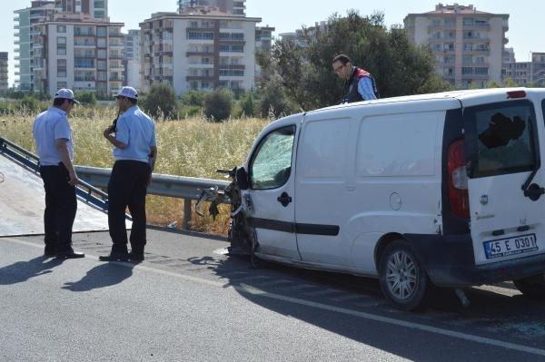 Belediye İşçilerinin Arasında Dalan Araç 3 Can Aldı
