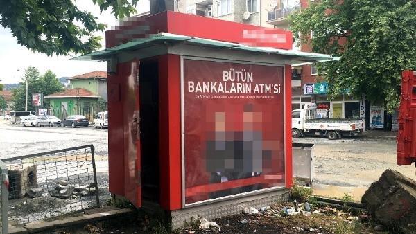 ATM'ye para yüklediler kapısını açık unuttular !