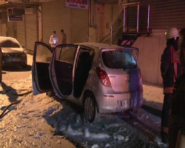 İstanbul Fatih'te 3 otomobil kundaklandı !