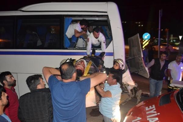 İşçi servisine TIR çarptı: 4 yaralı
